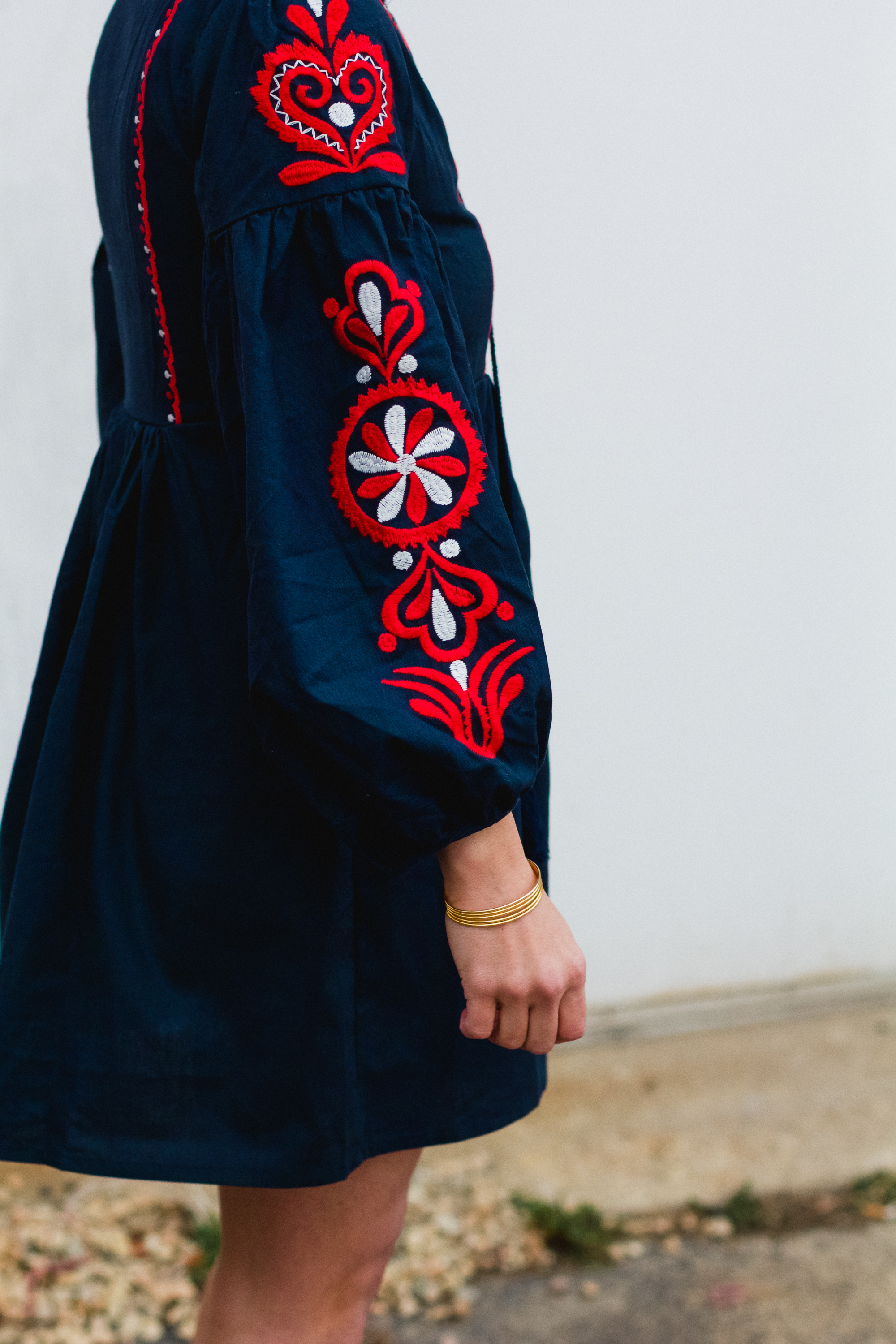 Navy Embroidery Fringe sleeve