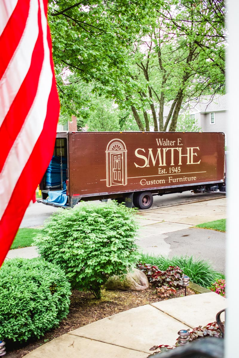 walter e smithe couch delivery