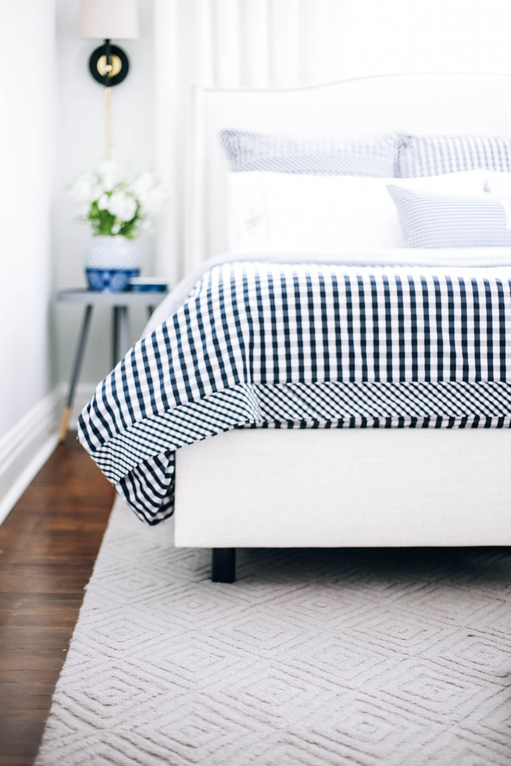 King Size Bed Small Bedroom How To Make The Room Appear Bigger